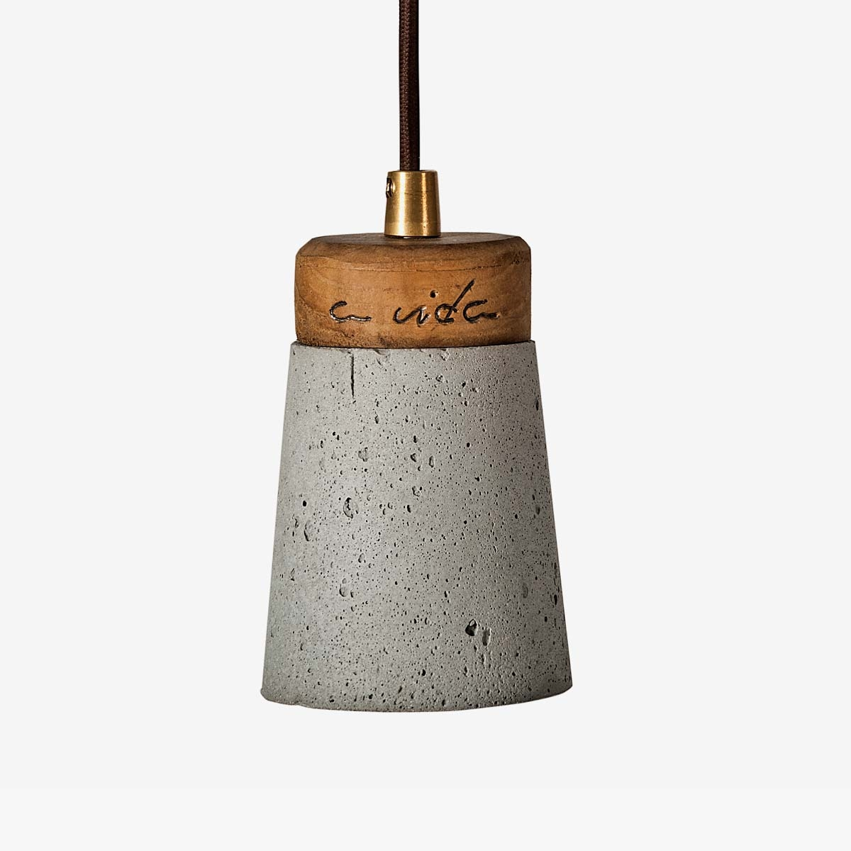 Lámpara colgante cemento gris y madera | Toxo | A Vida