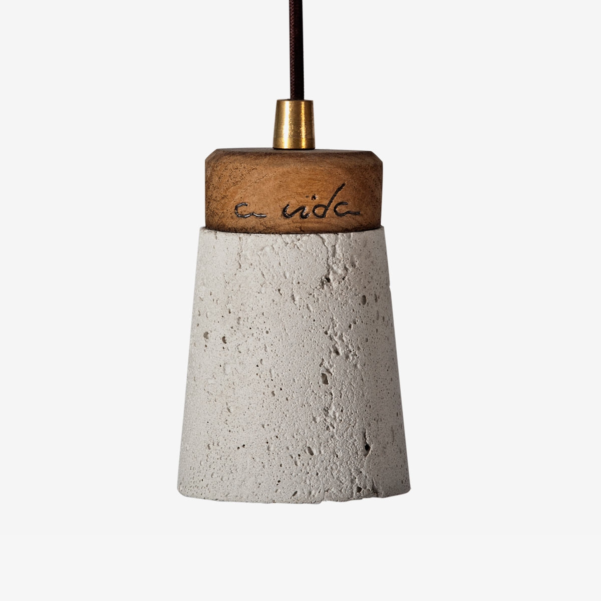 Lámpara colgante cemento blanco y madera Toxo | A Vida