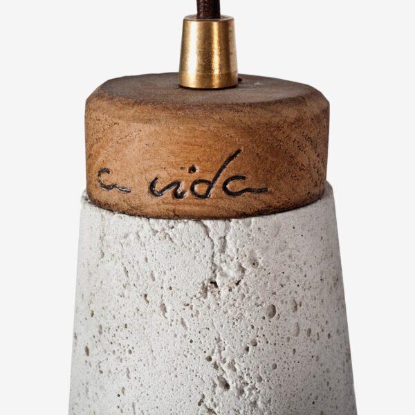Detalle Lámpara colgante cemento blanco y madera Toxo | A Vida