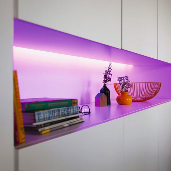 extension-lightstrip-1-metro-philips-hue-white-and-color-ambiance-iluminacion-inteligente-5