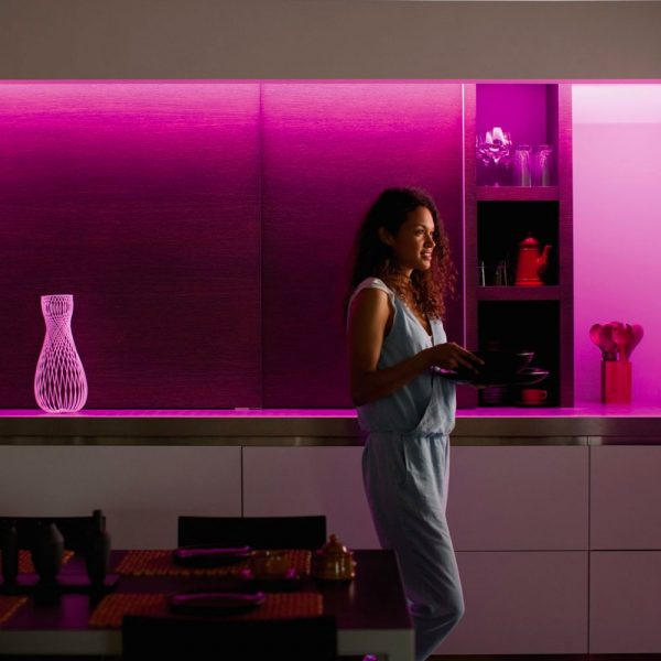 extension-lightstrip-1-metro-philips-hue-white-and-color-ambiance-iluminacion-inteligente-6