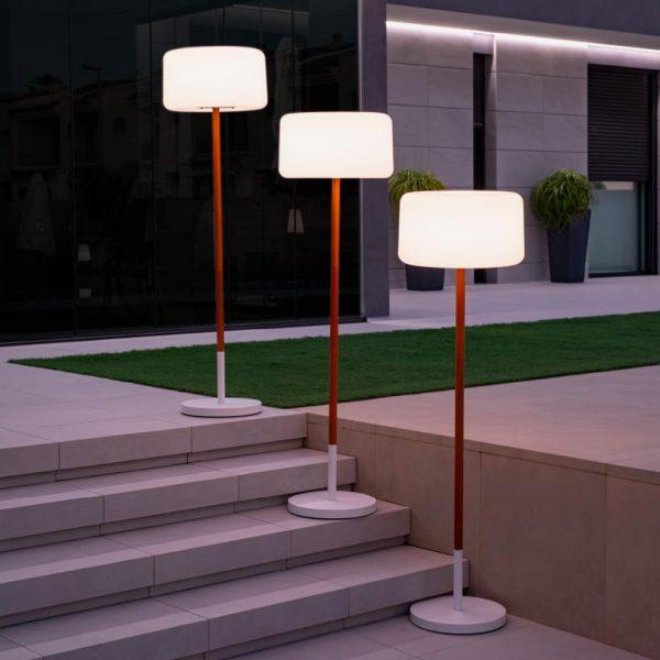 lampara-de-pie-solar-chloe-plant-led-blanco-y-madera-new-garden
